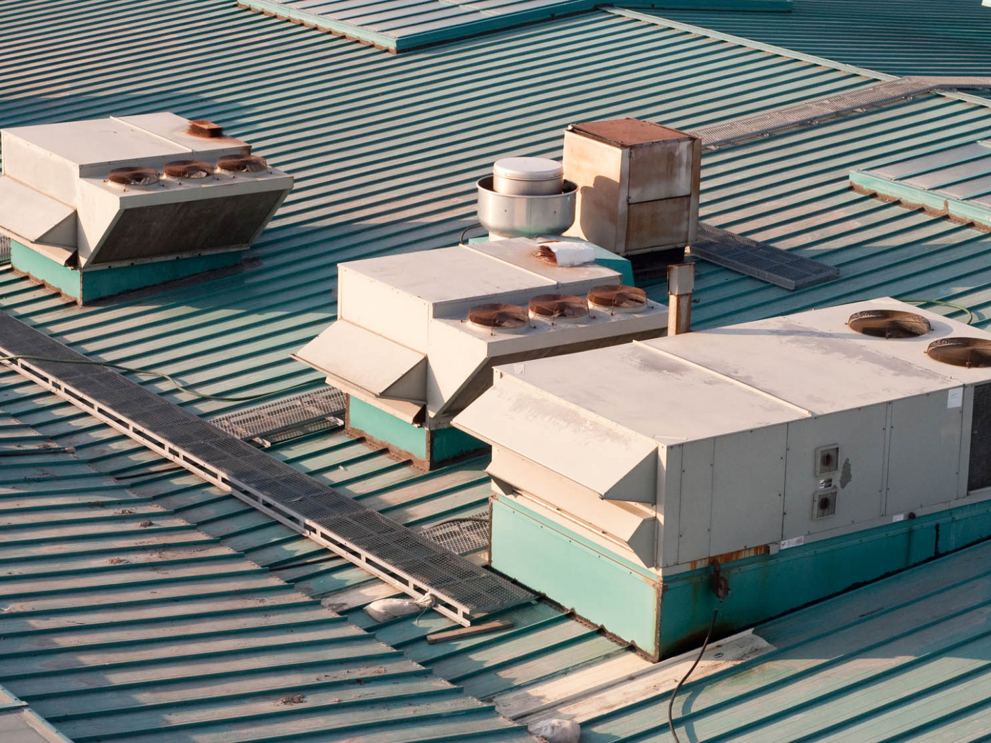 We work with all types of commercial roofing